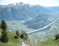 在利希滕斯泰因和莱茵河谷的Faelknis山 免版税库存照片