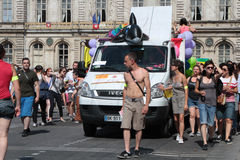 在利昂街道的同性恋自豪日  库存照片