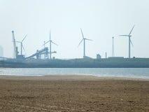 在利物浦和风轮机附近的Cosby海滩 库存照片