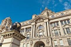 在利物浦的江边的历史建筑 免版税库存照片