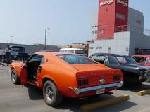 在利马陈列橙色Ford Mustang Fastback 图库摄影