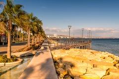 在利马索尔,塞浦路斯海岸的Molos散步  免版税库存照片