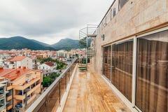 在别墅的一部螺旋形楼梯在黑山 免版税库存图片