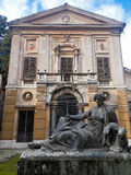 在别墅Albani里面的被放弃的纪念碑在罗马,意大利 图库摄影