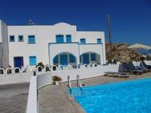 在别墅Anabel -圣托里尼,希腊的游泳池 库存图片