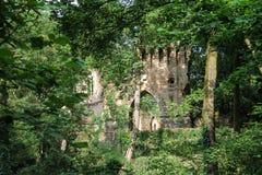 在别墅Sorra的被破坏的中世纪城堡 库存图片