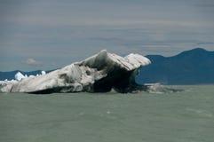 在别德马湖的另一座冰山 库存照片