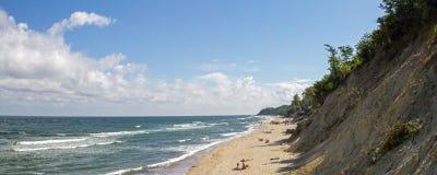 在刮风的天气的海滩在波罗的海 免版税库存图片