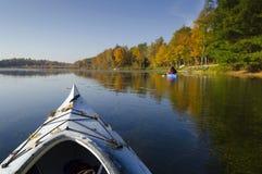 在湖的皮船 免版税库存照片