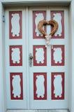 在前门爱的装饰心脏,华伦泰` s天, Febru 图库摄影