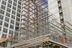在前VROM部大厦的整修的脚手架 免版税库存照片
