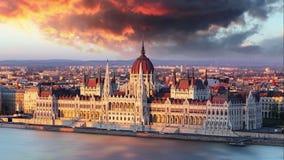 在剧烈的日出时间间隔的布达佩斯议会 影视素材