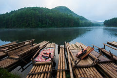 在剧痛Ung的竹木筏 免版税库存照片