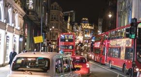 在剧院区伦敦英国的著名Shaftesbury大道 图库摄影