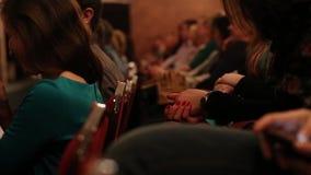 在剧院或戏院的掌声 股票录像
