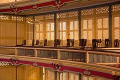 在剧院里面的阳台 免版税库存照片