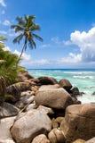 在剪影海岛,塞舌尔群岛上的花岗岩冰砾 免版税库存图片