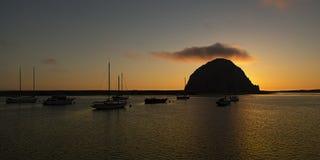 在剪影的Mulitple风船在Morro岩石 免版税库存图片