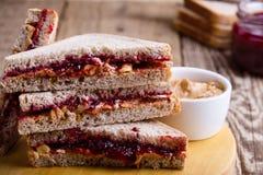 在剪报图象查出的果冻路径花生三明治涂黄油 库存照片