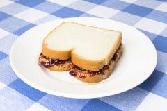 在剪报图象查出的果冻路径花生三明治涂黄油 免版税库存照片