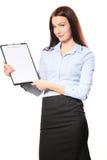 在剪贴板的女实业家愉快的微笑文字报名参加合同, 免版税库存图片