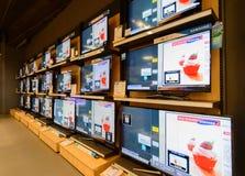 在力量购买的LCD展示在中央Chidlom曼谷 免版税图库摄影