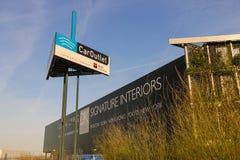 在办公室公司DK家附近的广告牌在M的郊区 免版税库存照片