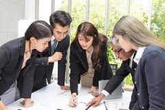 在办公室合作企业工作会室 队工作者a 免版税库存图片