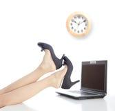 在办公室放松时间 免版税图库摄影