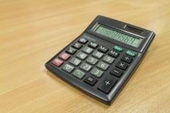 在办公室桌上的计算器 免版税图库摄影