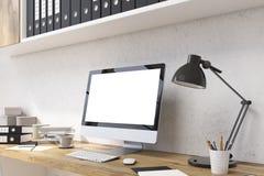在办公室特写镜头的白色显示器 免版税库存图片