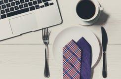 在办公室节食概念,在工作午餐的没有食物 免版税库存照片