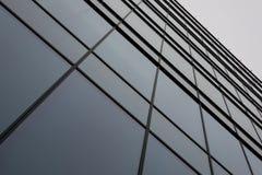 在办公楼的窗口盘区 免版税库存图片