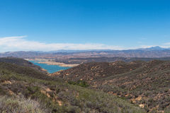 在加利福尼亚天旱期间的低水库 免版税库存照片