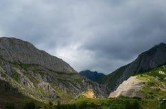 在加利西亚山的美好的风景 免版税库存照片