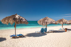 在加勒比岛的美丽的热带海滩 免版税库存图片