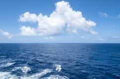 在加勒比海洋2的白色云彩 免版税库存图片