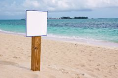 在加勒比海滩的空白的标志 免版税图库摄影