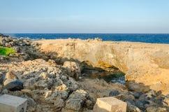 在加勒比海的自然桥梁海滩在阿鲁巴 免版税库存照片