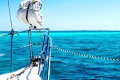 在加勒比海的航行游艇 免版税库存照片