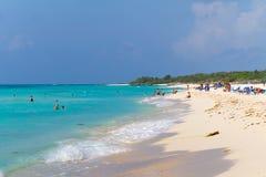 在加勒比海的Playacar海滩在墨西哥 免版税库存照片