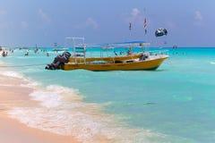 在加勒比海的Playacar海滩在墨西哥 免版税库存图片