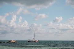 在加勒比的两条老风船 库存图片