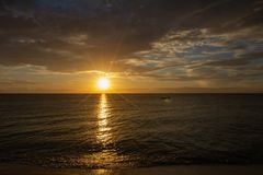 在加勒比的惊人的日落 免版税库存照片
