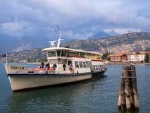 在加尔达湖意大利的客船 免版税库存图片