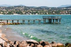 在加尔达湖的码头 库存图片