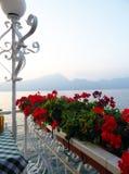 在加尔达湖,意大利的日出 免版税库存图片