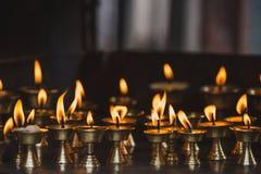 在加德满都寺庙的灼烧的黄油灯  图库摄影