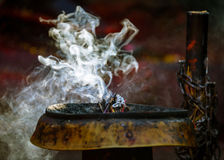 在加德满都激怒在一个Hinduist寺庙的燃烧 库存图片