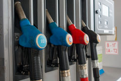 在加油站的喷管 免版税库存图片